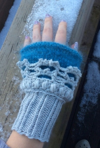 I made the cuff a bit longer than in the pattern, to properly warm my wrist.
